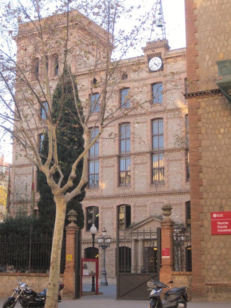 Edificio del reloj, can Batlló. Ladrillo visto