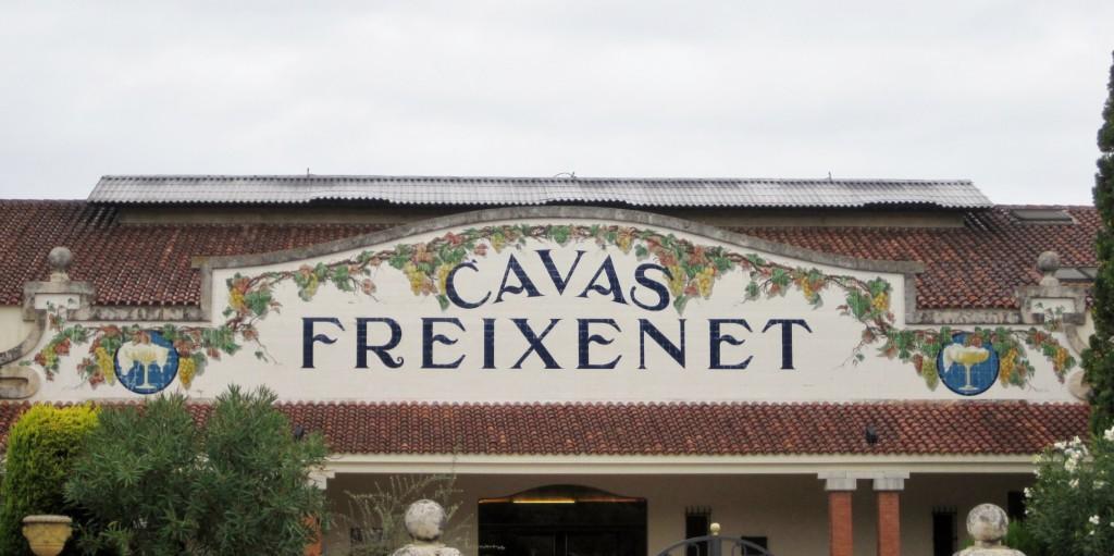 decoración cerámica entrada cavas Freixenet
